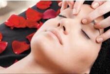 Particolare del Massaggio balinese alla testa